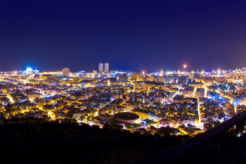 Santa Cruz de Tenerife de noche con energía 100% verde